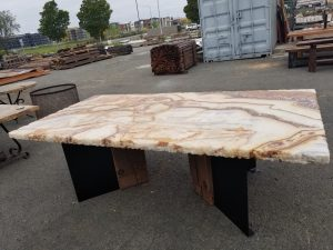 Onyx table with iron base